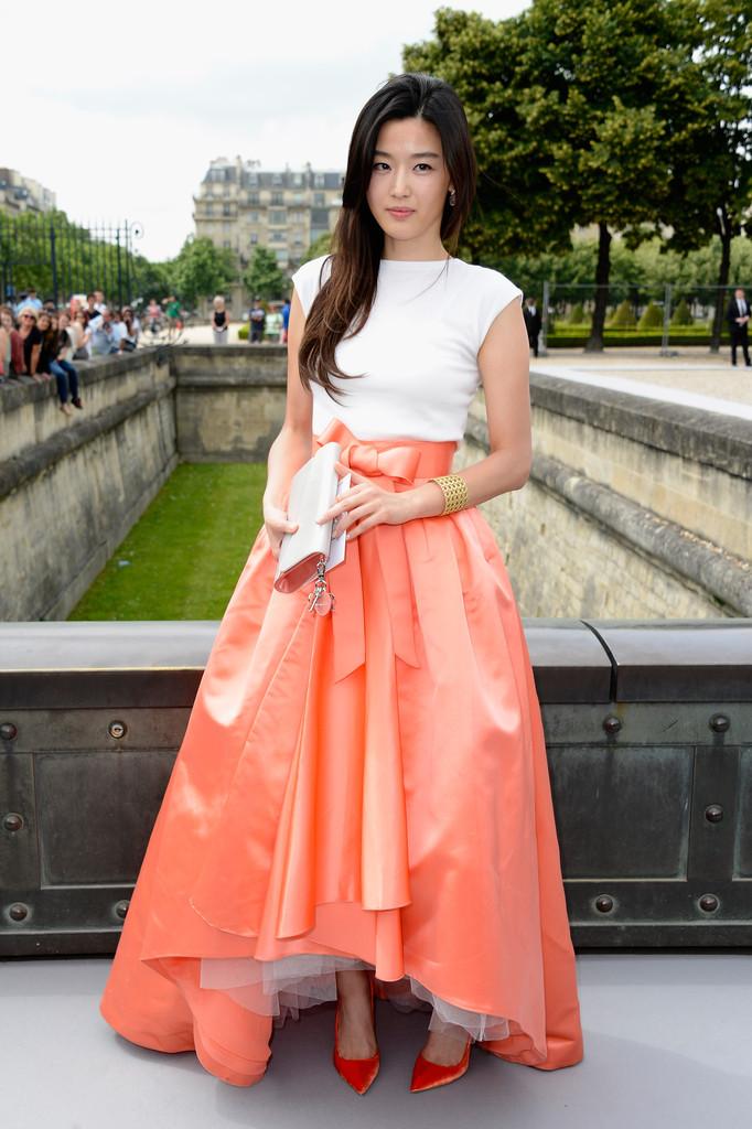 Christian+Dior+Front+Row+Paris+Fashion+Week+bvrghy6yC-7x